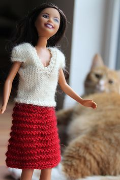 Ravelry: Pink top and gray skirt pattern by stickatillbarbie. Barbie Clothes Patterns, Crochet Barbie Clothes, Doll Clothes Barbie, Sindy Doll, Doll Dress Patterns, Barbie Dress, Barbie Outfits, Knitted Dolls Dress Pattern, Barbie Knitting Patterns