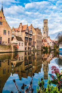 Bruges is one of Belgium's prettiest destinations - but how do you plan the perfect city break to the Flemish city? Don't miss this guide - what to see, where to stay and what to eat on your weekend in Bruges. The perfect 2 days in Bruges itinerary! #travel #bruges #belgium