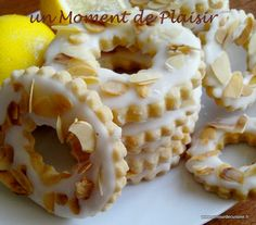 lemon rings with slivered almonds - Amour de cuisine - Gateau , Food L, Love Food, Food Porn, Eid Sweets, Sweet Pastries, No Sugar Foods, No Bake Cookies, Cookie Recipes, Cupcake Cakes