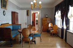 living room interior in Spasskoye-Lutovinovo.