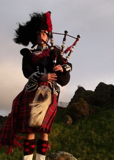 Uh oh, there's a Piper at Dunure Castle, still piping......Robert Burns celebration was over last nite............