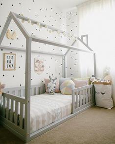 Cama casinha cama casinha montessoriano Cama c Boy Toddler Bedroom, Toddler Rooms, Baby Bedroom, Baby Boy Rooms, Baby Room Decor, Girls Bedroom, Nursery Room Ideas, Girl Rooms, Bedroom Ideas