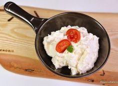 Crema aperitiv cu ricotta, parmezan si cas afumat Ricotta, Parmezan, Food, Pasta, Red Peppers, Essen, Meals, Yemek, Eten