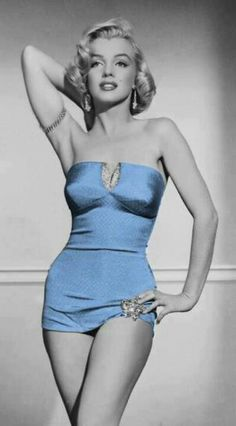 Sexy pics of young Marilyn Monroe, one of the most beautiful women of all time. The epitome of a bottle-blonde bombshell, Monroe was a pin-up model and acclaimed star of . Divas, Hollywood Glamour, Old Hollywood, Classic Hollywood, Vintage Beauty, Most Beautiful Women, Beautiful People, Absolutely Stunning, Beautiful Celebrities