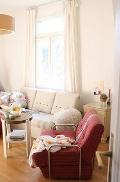 ••• NOW ••• - Foto von Mitglied artflirt #solebich #interior #einrichtung #inneneinrichtung #deko #decor #livingroom #wohnzimmer #couch #sofa #armchair #sessel #coffetable #beistelltisch #blanket #decke