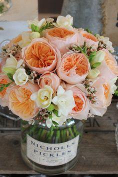 2013 wedding flower trends: http://www.weddingandweddingflowers.co.uk/flowers_article.php?id=1578