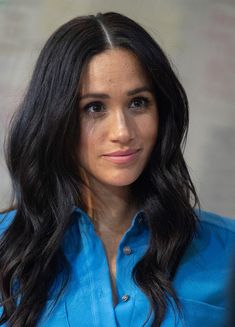 Hier trägt Meghan das perfekte Kleid für jede Figur und jedes Alter Duke And Duchess, Duchess Of Cambridge, Cropped Jeans, Ärmelloser Mantel, Kate And Pippa, Royal Blood, Influencer, Meghan Markle, Harry And Meghan