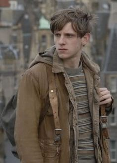 Character: Peter 'Wormtail' Pettigrew ~ Actor: Jamie Bell ~ DOB: 1960 ~ Hair: Brown ~ Eyes: Blue ~ Sibling(s): Unknown ~ Parents: Mrs. Pettigrew ~ House: Gryffindor ~ Blood Status: Unknown (Half-Blood or Pureblood), Animagus