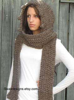 The MESSENGER Hooded Scarf Chunky Scoodie Wood Brown.
