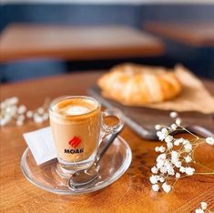 Kofeín stimuluje nervový systém, čo spôsobuje, že sa vysielajú signály do tukových buniek k spaľovaniu telesného tuku. Zvyšuje tiež v krvi hladinu adrenalínu – hormónu, ktorý pomáha telu zvládať intenzívnu fyzickú námahu. Vzhľadom k tomu nie je prekvapujúce, že kofeín môže prispieť k zlepšeniu fyzickej výkonnosti v priemere o asi 10% ☺️☕☝️ #photooftheday #coffeelovers #coffee #coffeeoftheday #coffeelove #italiancoffee #bratislava #coffeeworld #coffeeandhealth #healthypeople #moak… Coffee, Tableware, Kaffee, Dinnerware, Tablewares, Cup Of Coffee, Dishes, Place Settings