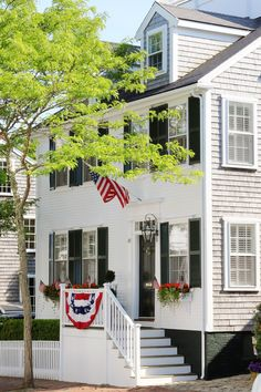 New England Living: The Streets of Downtown Nantucket