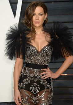 Kate Beckinsale stuns in a breathtaking gown at Vanity Fair bash Kate Beckinsale Dating, Celebrity Pictures, Celebrity Style, Underworld Kate Beckinsale, Hair Styles 2014, Vanity Fair Oscar Party, Pearl Harbor, Hollywood Celebrities, Hollywood Actor