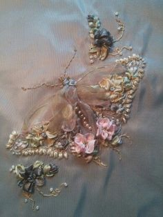 Wonderful Ribbon Embroidery Flowers by Hand Ideas. Enchanting Ribbon Embroidery Flowers by Hand Ideas. Ribbon Embroidery Tutorial, Embroidery Patterns Free, Silk Ribbon Embroidery, Embroidery Hoop Art, Embroidered Silk, Embroidery Designs, Embroidery Supplies, Embroidery Stitches, Machine Embroidery