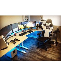 Home Office Furniture: Choosing The Right Computer Desk Computer Desk Setup, Gaming Room Setup, Pc Desk, Pc Setup, Office Setup, Gaming Rooms, Simple Computer Desk, Video Game Rooms, Video Games