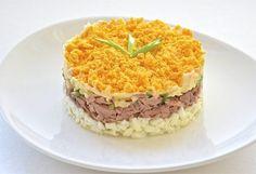 """Salată """"Mimoza"""" dietetică - un aperitiv în straturi deosebit de savuros, fără maioneză! Oaspeții vor fi încântați! - Bucatarul Tuna Pie, Avocado Recipes, Risotto, Mashed Potatoes, Macaroni And Cheese, Good Food, Food And Drink, Cooking, Breakfast"""