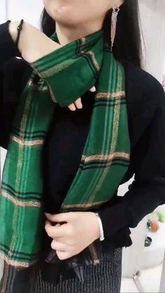Ways To Tie Scarves, Ways To Wear A Scarf, How To Wear Scarves, Scarf Knots, Diy Scarf, Plaid Scarf, Scarf Wearing Styles, Scarf Styles, Diy Fashion