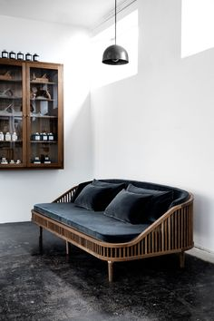 KBH DEDAR | KBH Københavns Møbelsnedkeri | One of the most amazing velvet sofas | eins der schönsten Samtsofas