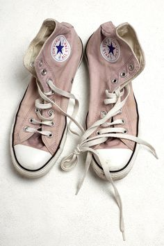 My very first pair of sneakers were pink high top converse Converse All Star, Converse High, Pastel Converse, Light Pink Converse, Converse Sneakers, Sneakers Fashion, Zapatillas All Star, Schuster, Street Style