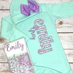 This adorable set is perfect for any new mommy! It features the child's name appliqued down the side of the gown with the option to add a matching burp cloth and hat with bow! Gowns For Girls, Diy For Girls, Toddler Outfits, Girl Outfits, Unusual Baby Names, Applique Monogram, Baby Monogram, Girls Coming Home Outfit, Baby Burp Cloths