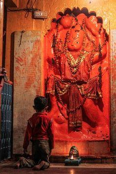Prayers to Hanuman ~ India Hanuman Photos, Hanuman Images, Lord Krishna Images, Hanuman Tattoo, Hanuman Chalisa, Durga, Namaste, Hindu Deities, Hinduism