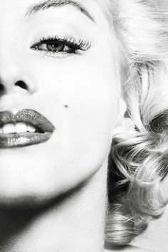 Love marylin!! She is my biggest idol she wasn't caught up in all the fame!!!! She was full of herself either