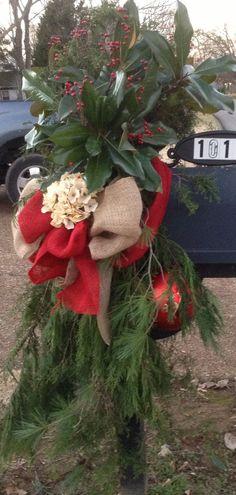 christmas 2013 natural burlap red burlap off white hydrangea red berries