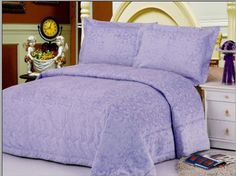 There are many types of bedspreads that depend on the design and way of manufacturing. Quilts, coverlets, duvets, blankets and other covers