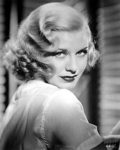 Gorgeous, Ginger Rogers, her hair Super defined finger waves and rag curls at bottom I think. Old Hollywood Glamour, Vintage Hollywood, Classic Hollywood, Hollywood Stars, Ginger Rogers, Costume Année 30, Vintage Hairstyles, Wedding Hairstyles, Funky Hairstyles