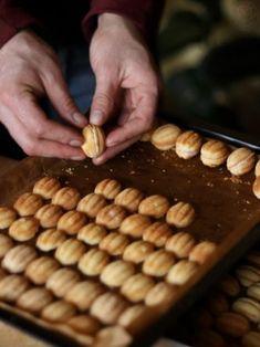 Snack Recipes, Dessert Recipes, Cooking Recipes, Snacks, Mini Desserts, No Bake Desserts, British Bake Off Recipes, Walnut Cookies, Good Food