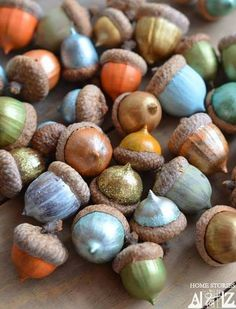 Home Decoration with DIY Style. Fall - DIY Decor Ideas: Paint Acorns for Fall Tablescapes — Home Stories A to Z Autumn Crafts, Nature Crafts, Thanksgiving Crafts, Thanksgiving Decorations, Thanksgiving Table, Holiday Tablescape, Fall Table, Acorn Decorations, Vintage Thanksgiving