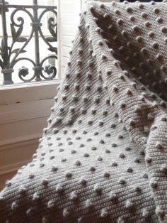 ♥ Crochet Bubble plaid/blanket, tutorial in French by petite sitelle Plaid Au Crochet, Crochet Diy, Crochet Home, Love Crochet, Afghan Patterns, Knitting Patterns, Crochet Patterns, Retro Industrial, Laine Drops