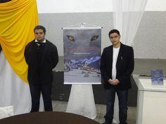 O #escritor #MatheusLCarvalho, com seu irmão, Lucas Carvalho, no lançamento do #livro #OValeDosLobos, em Santa Isabel, interior de SP.