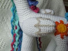 Princesa Celestia Amigurumi * My Little Pony Princesa Celestia, Crochet Decoration, My Little Pony Friendship, Yarn Crafts, Crochet Clothes, Fingerless Gloves, Arm Warmers, Free Pattern, Crochet Patterns