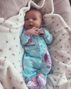 Precious little baby girl Little Baby Girl, Baby Kind, Little Babies, Cute Babies, Reborn Babypuppen, Reborn Baby Dolls, Wiedergeborene Babys, Foto Baby, Cute Baby Pictures