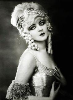 thepinkchaos:  Ziegfeld girl Marion Benda, 1920's