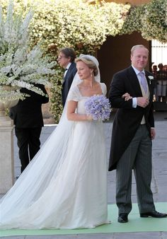 Princess Carolina de Bourbon y Parma looked absolutely beautiful on her wedding day last Saturday.