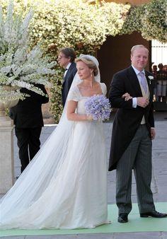 Princess Carolina de Bourbon y Parma looked absolutely beautiful on her wedding day last Saturday.