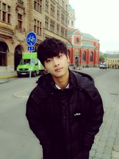 VIXX's N tweets: 혹시 스톡홀룸에서 이렇게 잘생긴 저를 길에서 만나면 반갑게 인사해 주세요!!@.@!!!! 엔뇽~ 하고~~ㅋ  If you happen to see a handsome me in the streets of Stockholm, please say hi!!@.@!!!! Say~ N-nyong~~ㅋ