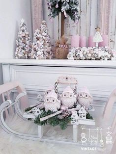 Cute decoration ideas for a winter bridal shower. Pink Christmas Decorations, Christmas Centerpieces, Diy Christmas Ornaments, Woodland Christmas, Winter Christmas, Christmas Home, Advent Candles, Bridal Shower Centerpieces, Navidad Diy