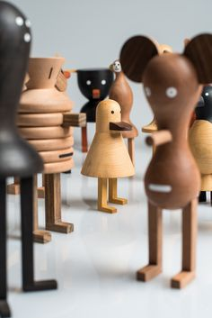 Branching out from lighting, LZF Lab worked together with Isidro Ferrer to create Funny Farm, a group of nineteen wooden animals that are a bit quirky. Bühnen Design, Wood Design, Into The Woods, Toy Art, Projects For Kids, Wood Projects, Wooden Animals, Wooden Dolls, Designer Toys