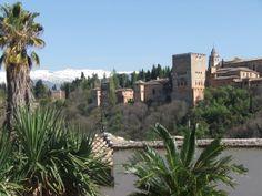 La sierra Nevada detras de la Alhambra, Granada