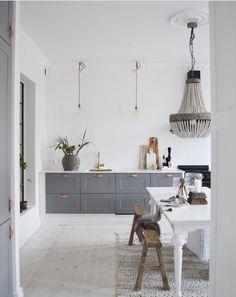 46 Simple Modern Scandinavian Kitchen Inspirations - 2020 Home design Ikea Kitchen Design, Modern Kitchen Design, Home Decor Kitchen, Kitchen Interior, Diy Kitchen, Kitchen Ideas, Kitchen Trends, Modern Farmhouse Kitchens, Rustic Kitchen