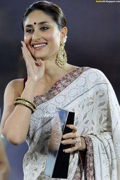 Kareena Kapoor at NDTV Indian of the Year Awards 2013 Bollywood Actress Hot Photos, Beautiful Bollywood Actress, Most Beautiful Indian Actress, Bollywood Celebrities, Kareena Kapoor Saree, Kiara Advani Hot, Karena Kapoor, Amrita Rao, Actress Priyanka Chopra