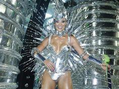 12 fev 2013, Sambódromo, Rio de Janeiro - Carol Nakamura desfila pela Escola de Samba Acadêmicos do Grande Rio. Foto: AgNews.