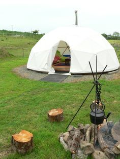 Preseli Venture's new Geodesic Dome dwelling.the perfect place to enjoy the delights of luxury camping in a Dome from Home Eco Buildings, Great Buildings And Structures, Outdoor Structures, Home Song, Geodesic Dome Homes, Dome Greenhouse, Dome Tent, Tiny Cabins, Dome House