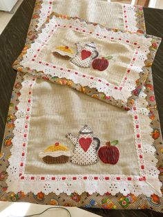 Quilting Designs, Machine Embroidery Designs, Embroidery Patterns, Crochet Patterns, Table Runners, Diy And Crafts, Decorative Boxes, Patches, Elsa