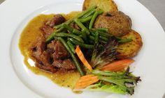 TIP NA #OBED Teľacie ragú na zelenej fazuľke s cesnakom a grilovaným zemiakom #DenneMenu #DenneMenuVranov #Restauracia #RestauraciaVranov Menu, Food, Menu Board Design, Essen, Meals, Yemek, Eten