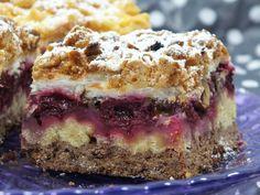To przepyszne, kruche, kolorowe ciasto z owocami i orzechami :) Jest soczyste, słodkie, fajnie się prezentuje na stole, przyciąga wzrok. Przepis na ciasto cudaczek z orzechami włoskimi i wiśniami. Blueberry Pie Bars, Kitchen Helper, Food Cakes, Culinary Arts, Tiramisu, Cake Recipes, Cheesecake, Muffin, Baking