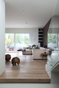 Browse photos of Minimalist Interior Design Ideas. Find ideas and inspiration for Minimalist Interior Design Ideas to add to your own home. Japanese Interior Design, Decor Interior Design, Interior Decorating, Decorating Ideas, Modern Design, Apartments Decorating, Interior Styling, Minimalist Interior, Minimalist Living