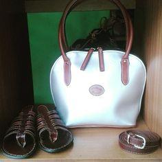 Nefertiti #carteras #handbags #bags #leather #cuero #veganleather #sandalias #sandals #belts #cinturones #fashiondiaries #fashionblogger #moda #diseñovenezolano #art #arte #madeinvenezuela #hechoamano #handmade #hechoenvenezuela #venezuela